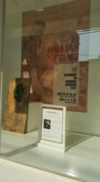 Exhibition hand