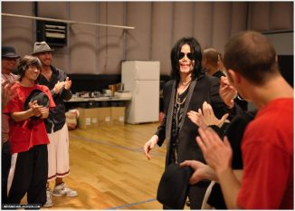 MICHAEL-JACKSON-THIS-IS-IT-mjs-this-is-it-16261337-1210-868