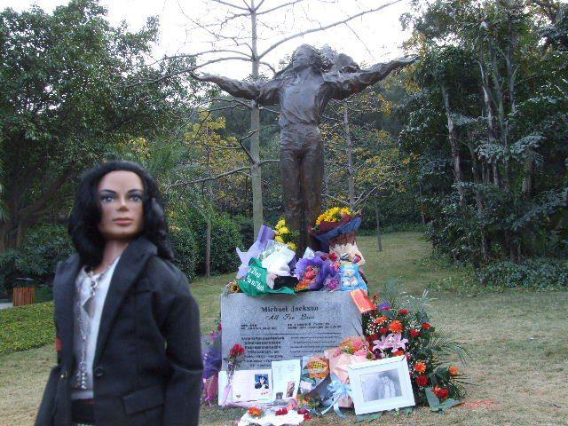 MJ_statue_China_Kerry_Hennigan_2011_04