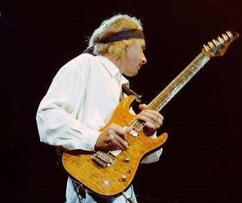 Listen the divine sounds of mark knopfler's guitars