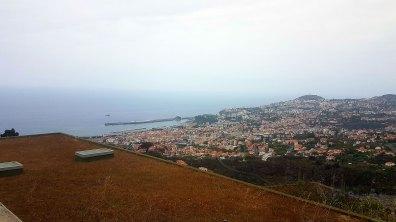 Avant de prendre le téléphérique, vue sur Funchal