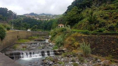 Proche des grutas de São Vicente