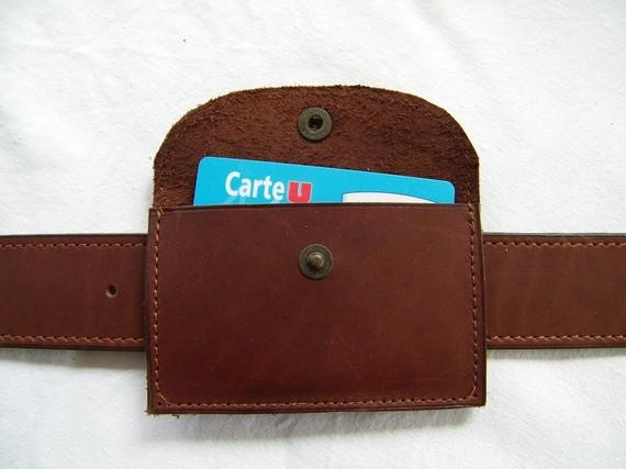 Porte-cartes artisanal en cuir marron fabriqué en France