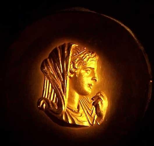 https://i2.wp.com/www.mlahanas.de/Greeks/Bios/Olympias.jpg