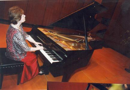 Maria Luisa Cantos – piano at Solstice
