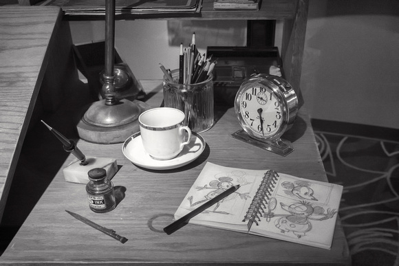 MLCreations Photography: WDW in B&W &emdash; His Desk?