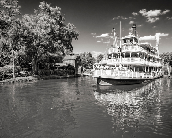 MLCreations Photography: WDW in B&W &emdash; Liberty Belle