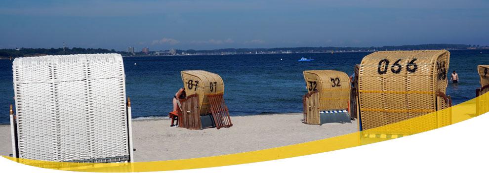 Foto vom Ostsee-Strand mit Strandkörben