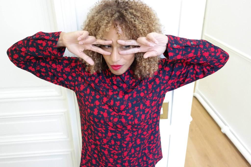 Chemise à fleurs rouges 3