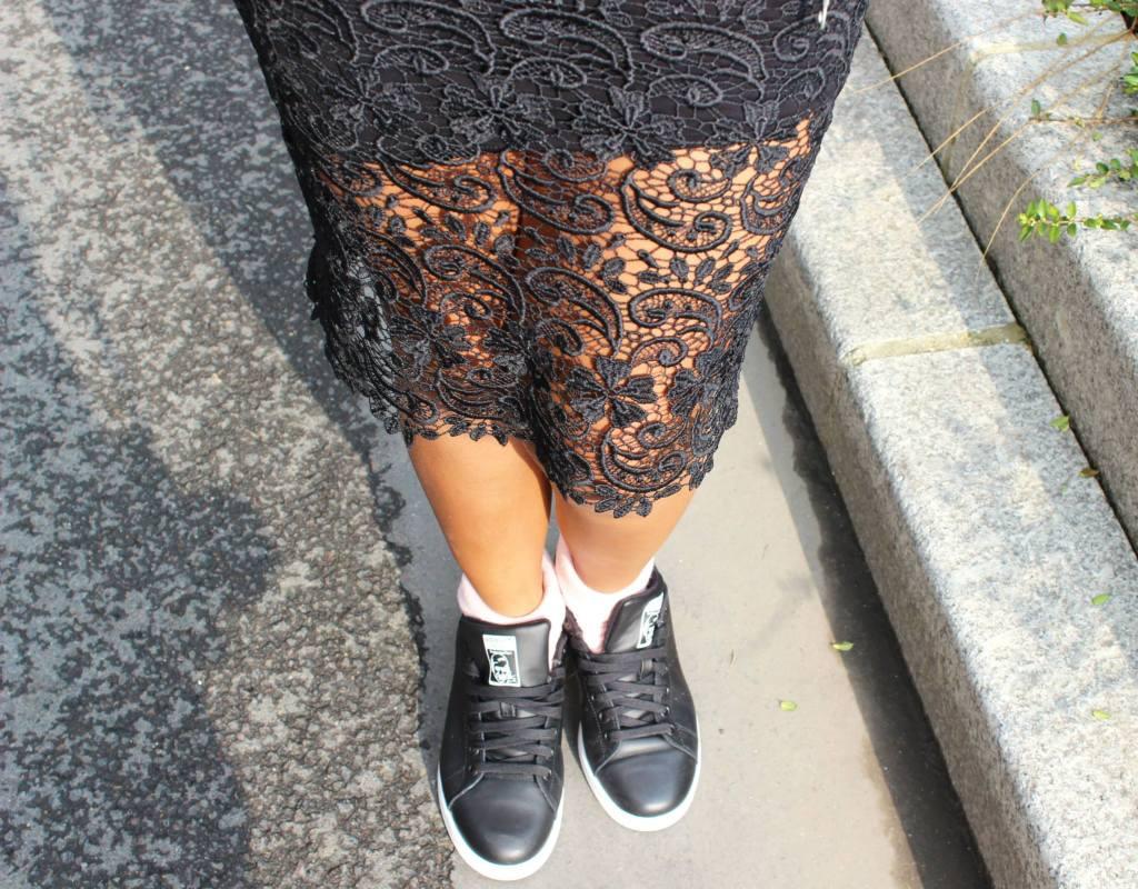 jupe dentelle street sneakers Stan Smith noires