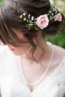 fleurs-dans-les-cheveux