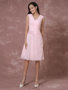 Pink Chiffon Bridesmaid Dress Short V-neck Cocktail Dress Lace Applique Beading Pleated Knee Length Occasion Dress