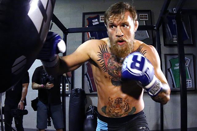 Conor McGregor hitting the heavy bag....those shots sound heavy! - Conor McGregor