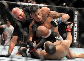 Ce se intampla cand luptatorii de MMA ataca arbitri? (VIDEO)