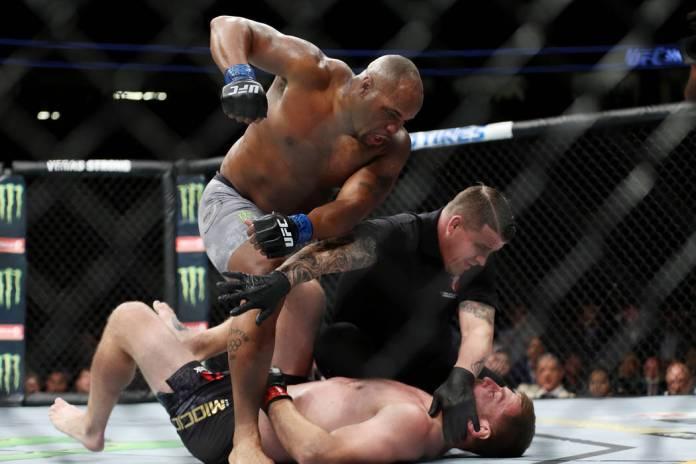 VIDEO. Rezultate UFC 226: Stipe Miocic vs Daniel Cormier-gala în care s-a făcut istorie!