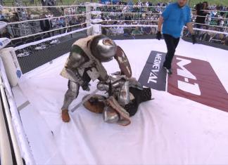 În Rusia se organizează lupte medievale cu arme + MMA (VIDEO)