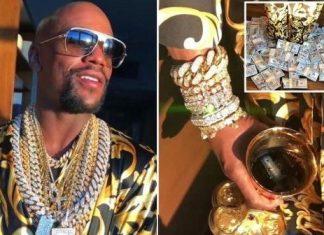 VIDEO. Floyd Mayweather își arată (din nou!) ceasurile, banii și bijuteriile.