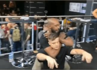 VIDEO. Jon Jones și-a sugrumat un fan până la leșin!