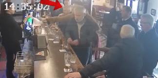 VIDEO. Vezi momentul în care Conor McGregor îi dă un pumn unui bătrân aflat la bar!