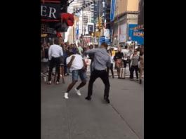 VIDEO. L-a lăsat lat chiar în centrul New York-ului! Intră să vezi acest KO brutal!