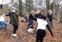 VIDEO. Fără trageri de păr, fără țipete! Aceste femei se întâlnesc în pădure pentru a se lua la bătaie!