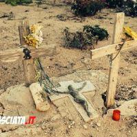 REPORTAGE | Lampedusa, un cimitero abbandonato dai media (GALLERY)
