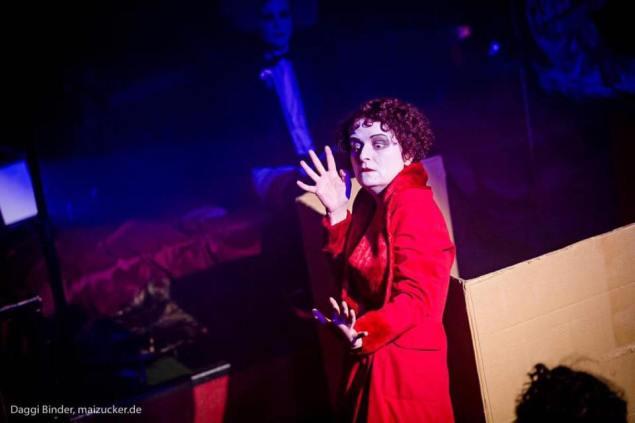 La famosa attrice e mimo Bridge Markland interpreta la scandalosa Anita Berber, protagonista dell'era di Weimar.