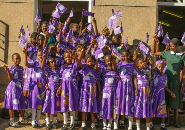 Primary school children  welcome the Vice-President to the church