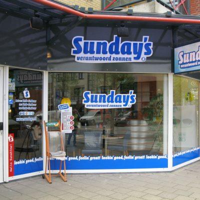 Buitenreclame ~ raambelettering gevelreclames Sunday's Hoofddorp