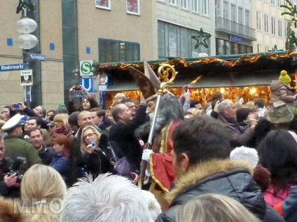 Perchtenlauf Marienplatz 12-2014 - 01