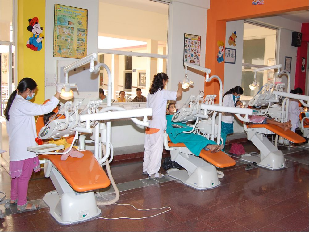 Undergraduate Clinic - Undergraduate students and internees train in basic oral healthcare procedures on child patients.