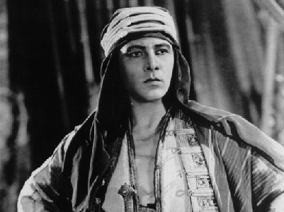 Rudolph Valentino in The Sheik, bron: www.mninter.net