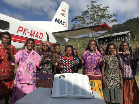 Mission Aviation Fellowship Delivers Bibles to Yali Tribe 52 Years After First Missionaries Martyred