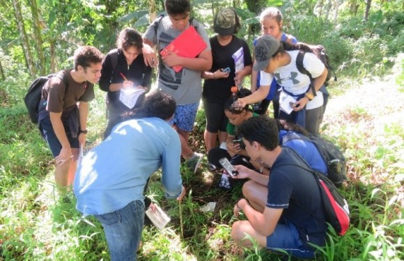 """NUS Students very excited to learn about Samoa's biodiversity and conservation efforts and to become """"greener"""" citizens."""