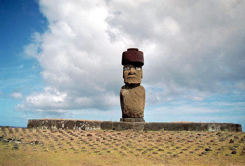 4.モアイ像には目がはめ込まれていた。素材はどこから運んだのか?