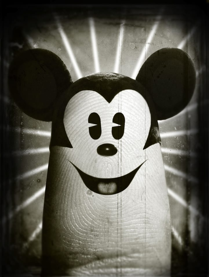 mickey mouse finger art
