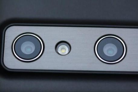 LG Optimus 3D (10)