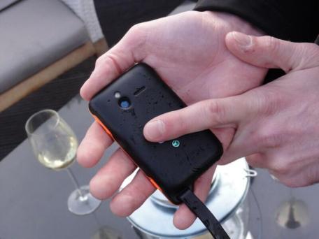 Sony Ericsson Xperia active (7)
