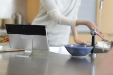 7_S_kitchen_splashproof_tabletstand1 11