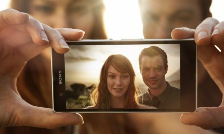 xperia-z-backlit-couple-12
