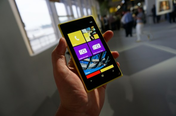 Lumia_1020_Front