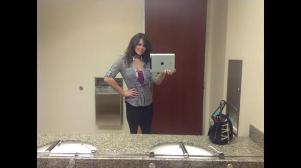 iPad Selfie in WC: Wenn ein Toilettenselfie nicht dumm genug ist. Quelle