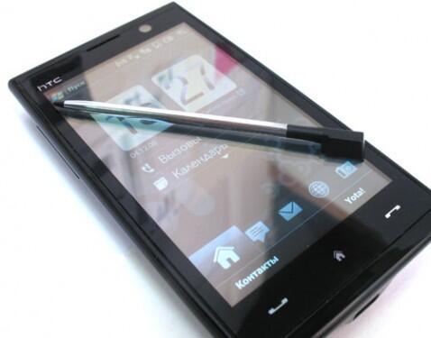 HTC Max 4G - Als ob extra für Apple gemacht: genau in diesem Jahr wird das iPhone 3G erscheinen.