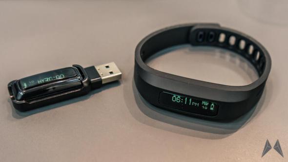 Fitness-Armband mit Bluetooth 4.0 von Pearl