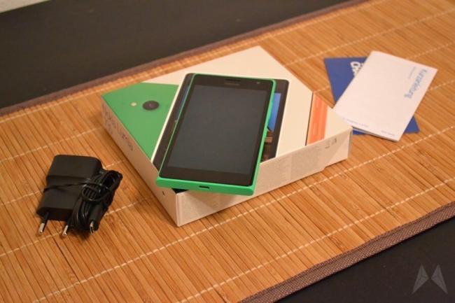 Nokia Lumia 735 01