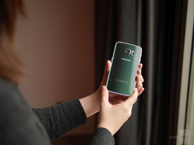 Samsung Galaxy S6 Edge Hands-On (2)