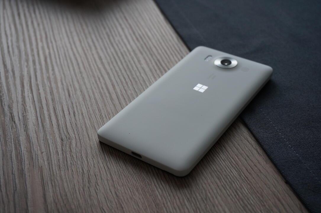 Microsoft Lumia 950 Unboxing1