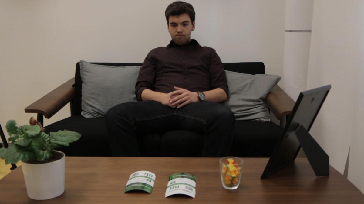 Mann in Wartezimmer