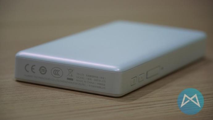 Huawei E6787 5G Hotspot von unten.