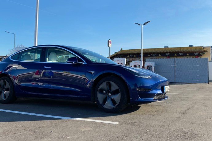 Tesla Model 3 Supercharger